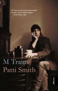På «M Train» tar Patti Smith leserne med på en både fysisk og mental tidsreise. (Foto: bokomslag, Det Norske Samlaget)