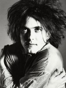 Depprockeren Robert Smith er kjempefornøyd med det nye albumet til The Cure. (Foto: Wikimedia Commons)