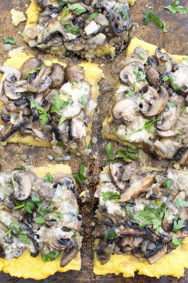 Tarte de polenta aux champignons [vegetarien] 2020 © Annabelle Randles | The Flexitarian | Le Flexitarien