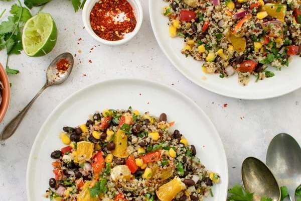 Salade de quinoa à l'orange et aux haricots noirs [vegan] [sans gluten] © Annabelle Randles | Le Flexitarien