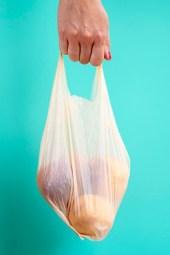 un sac en plastique