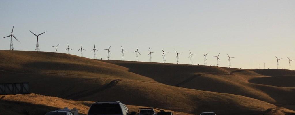 Fossil fuel VS renewable energy - photo by Gregoire Vandenbussche