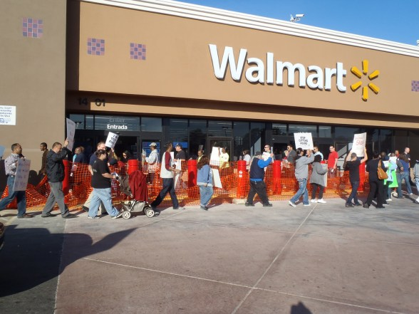 Paramount, California Walmart rally 10.28.11 - photo by OURWalmart