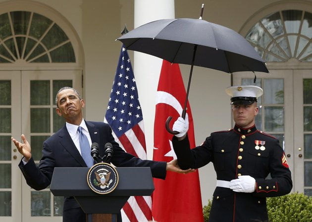 President Obama, Marine, umbrella