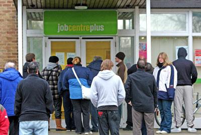 https://i1.wp.com/leftunity.org/wp-content/uploads/2014/08/unemployed_queue_benefits_DWP.jpg