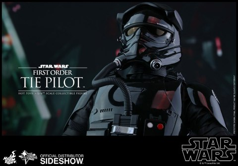 star-wars-first-order-tie-pilot-sixth-scale-hot-toys-902555-12