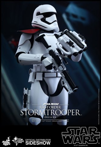 star-wars-first-order-stormtrooper-officer-sixth-scale-hot-toys-902603-03