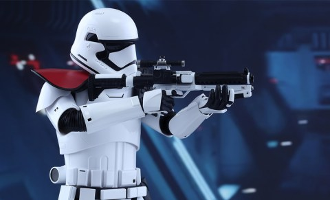 star-wars-first-order-stormtrooper-officer-sixth-scale-hot-toys-feature-902603