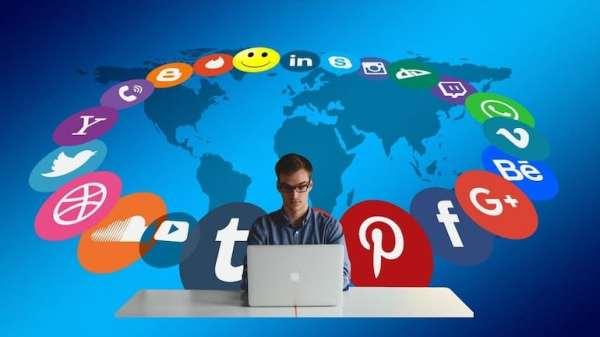 Social Media Analyst Job