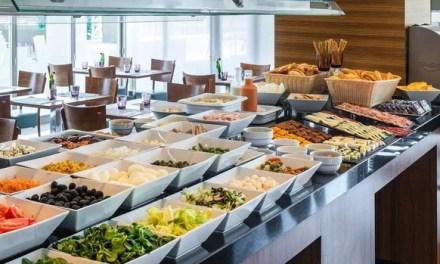El fin de los bufés en los hoteles: habrá más cocina en directo y monorraciones