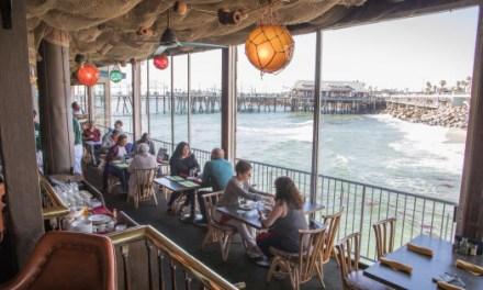 California cierra playas y restaurantes tras batir un récord de contagios de Covid-19