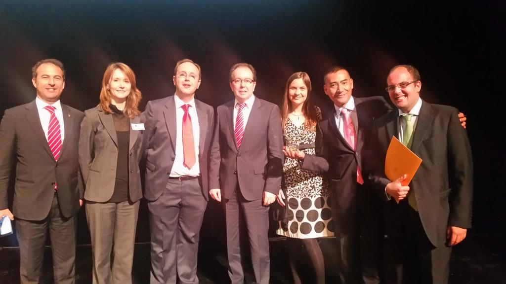 Algunos De Los Participantes En El Estudio Premiado Junto Con El Director De La Agencia Española De Protección De Datos.