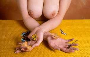 acu-hannah-hands