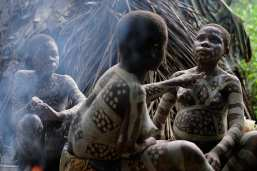 Ituri Forest Pygmies, painting ritual