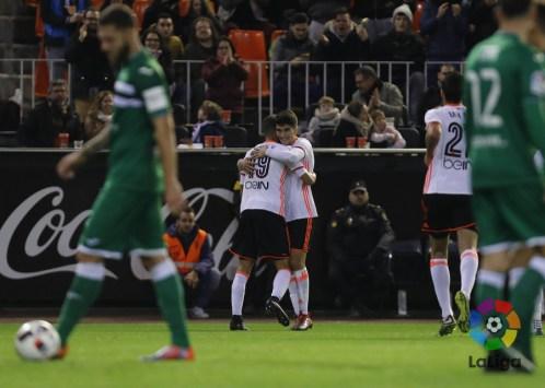 Rodrigo condujo al Valencia a la victoria.