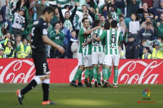 El Betis celebra el gol de la victoria ante el Lega.