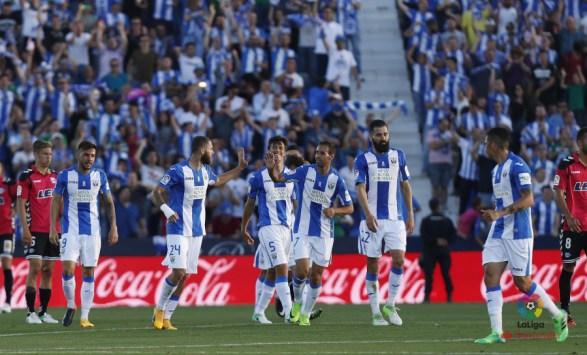 Los jugadores del Lega, contentos tras su empate frente al Alavés.