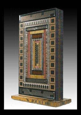 Kony is a Cybertrash totem made of transistors, resistors, displays and processors (47x31x12 cm, 8kg)
