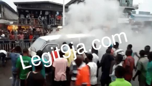 Fire Engulfs Bus At Enerhen Junction In Warri, Delta State (Video/Photos)