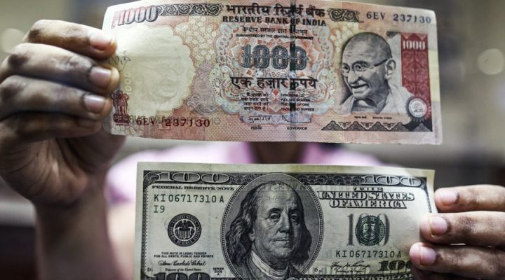 Indian Rupee Weakens Past 68 Mark per Dollar in Opening Trade