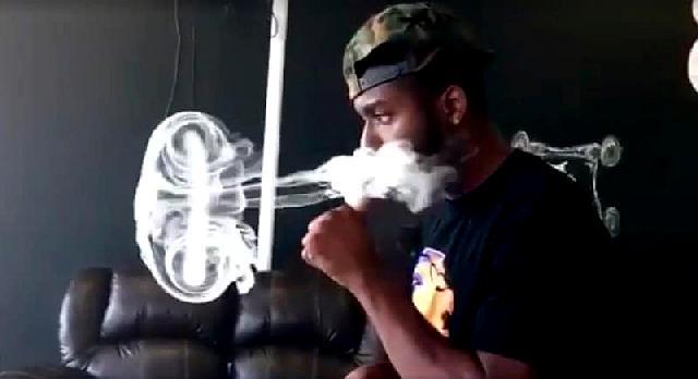 медуза из дыма