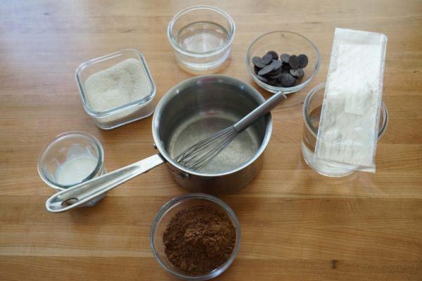 Ayna çikolata sır için malzemeler