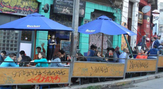la_photo_de_la_rue_ecuador_veritable_rue_de_la_soif_des_etudiants._j_en_parle_en_conclusion.retaille-2.jpg
