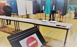 un bureau de vote en Mayenne