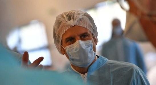 Emmanuel Macron à Angers dans une usine de fabrication de masques médicaux