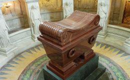 Le tombeau de Napoléon aux Invalides a Paris