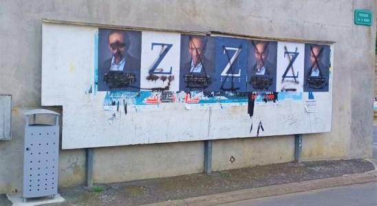 """Les affiches du """"pas encore candidat"""" dans une toute petite ville de Bretagne"""