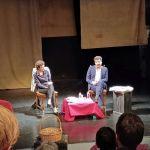 L'avocat Arié Alimi sur la scène du Théâtre du Tiroir à Laval