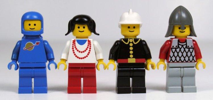 レゴのにっこり顔のミニフィグたち