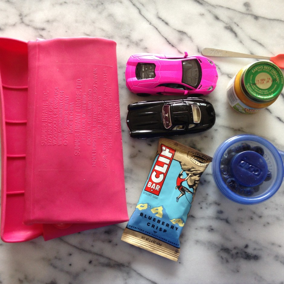 dining-with-toddlers-lululemon-bag