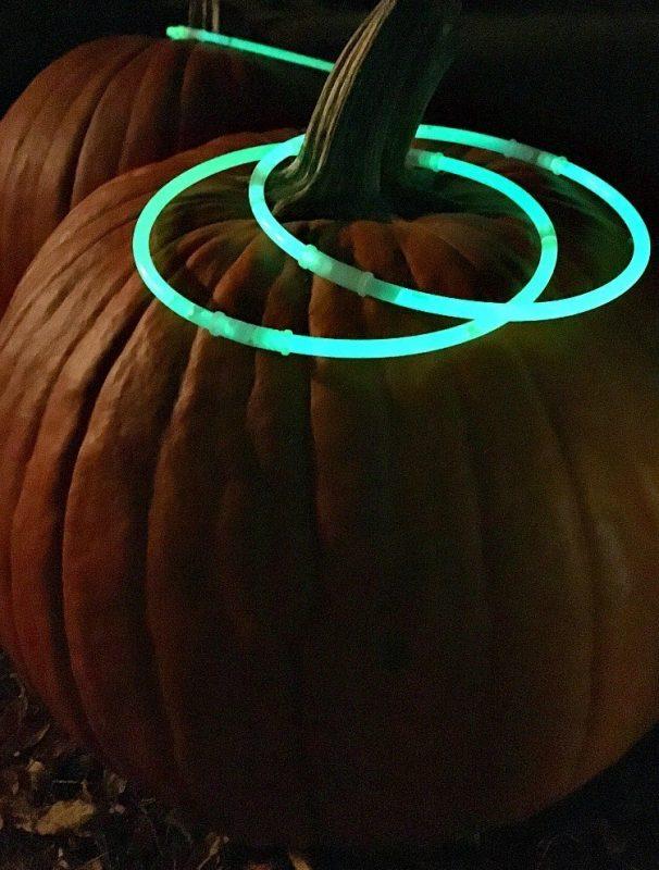 glow-in-the-dark-pumpkin-ring-toss