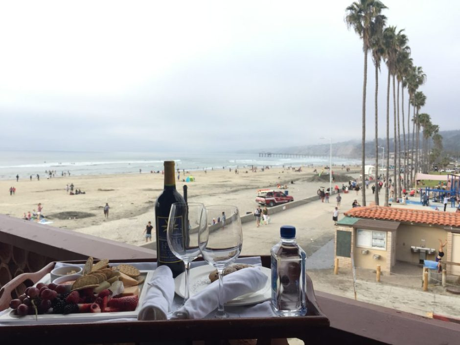 la-jolla-shores-hotel-room-service-beach