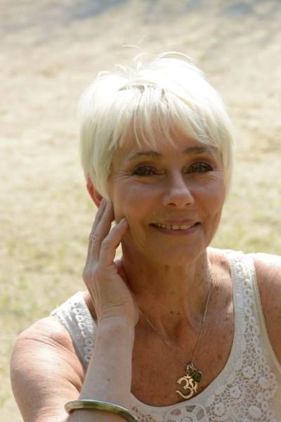 Deva Broncy, spécialiste du tantra massage. Site Le Goût des Cerises, psychothérapie et développement personnel à Saint-Pierre-des-Corps