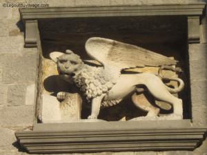 Symbole de la République de Venise sur la facade de l'église de Labin