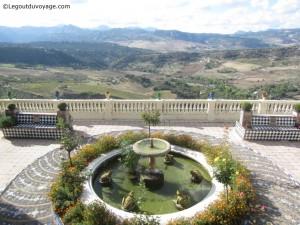 Vue de la vallée depuis les jardins de la maison de San Juan Bosco