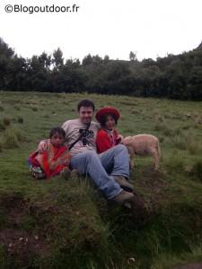 Philippe et les petits enfants péruviens à Cuzco