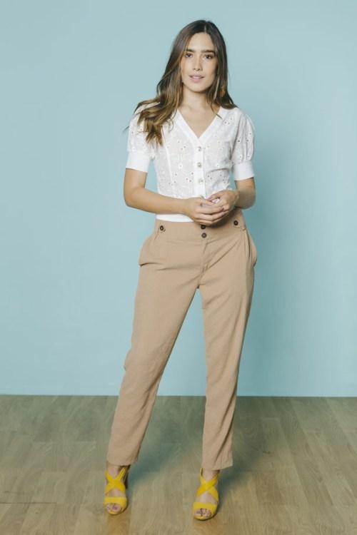Pantalon con botones de madera