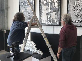 Installation de la nouvelle expo                   «NOIR & Blanc «pour la réouverture