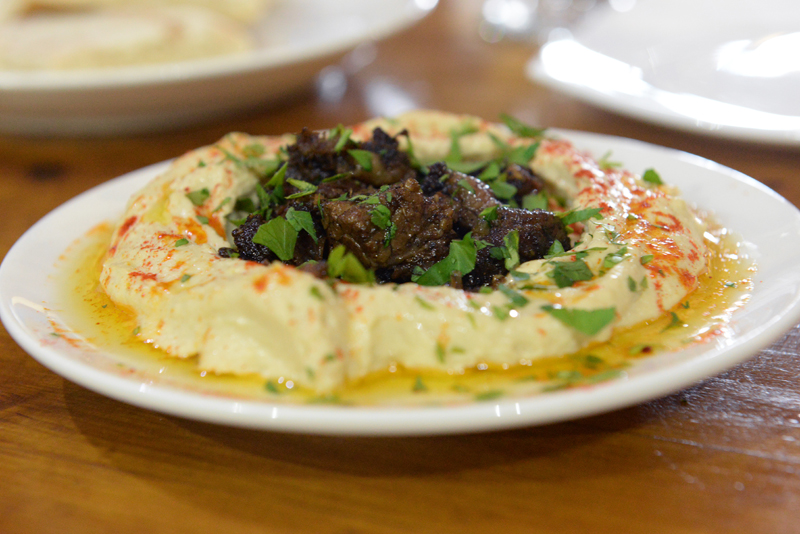 חומוס עם בשר