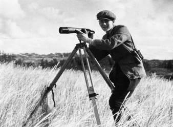 Heinz Sielmann als 20-Jähriger bei der Vogelbeobachtung im damaligen Ostpreußen