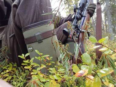 Leica-Hunting-Blog_Chris-Rogers_boots-and-rifle-klein