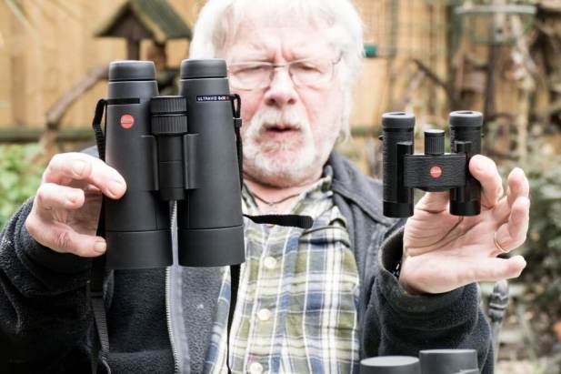 Blog-Leica_Birding_7_Bill_Oddie_Hampstead_March_2016_Bill_compares_Ultravid_HD_Plus_8x50_and_Ultravid_8x20-1025x683