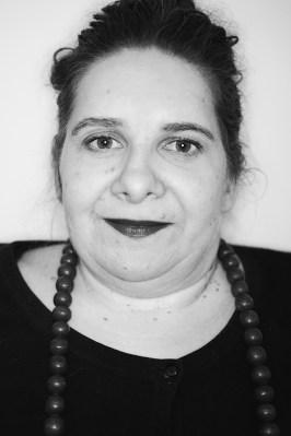 Porträtbild in schwarz weiß von Annton Beate Schmidt