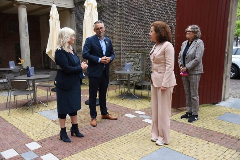 Lakenhal bezoek minister Ingrid van Engelshoven(20)
