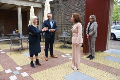 Lakenhal bezoek minister Ingrid van Engelshoven(22)