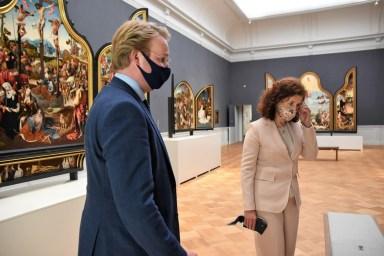 Lakenhal bezoek minister Ingrid van Engelshoven(70)